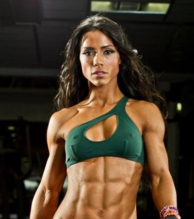 Andreia-Brazier-hot-abs